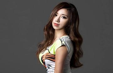 韩国最美体育老师芮呈和生活照