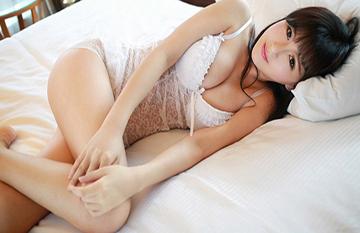 蕾丝美女唐雨辰写真苗条身材乳沟迷人